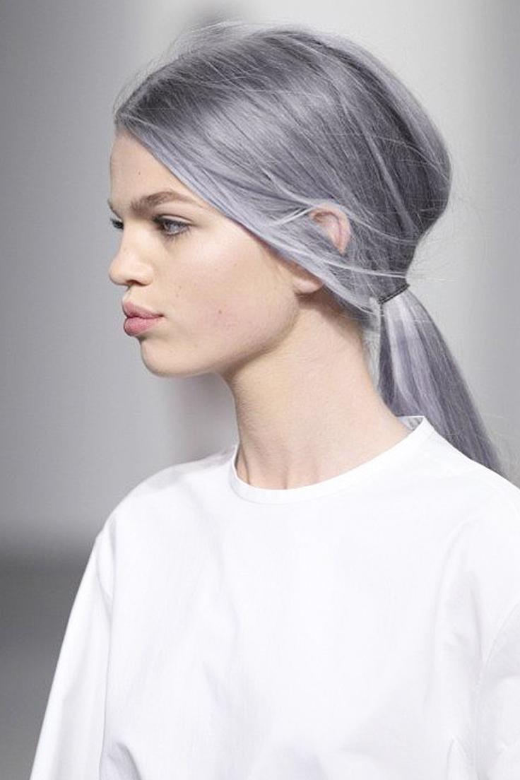 Cheveux gris pastel