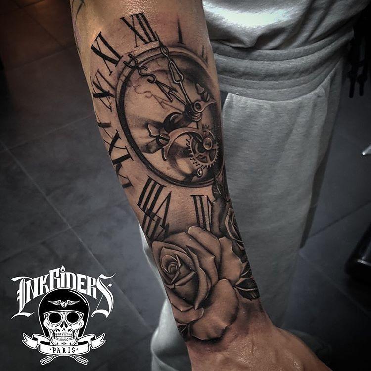 Tatouage horloge homme avant bras