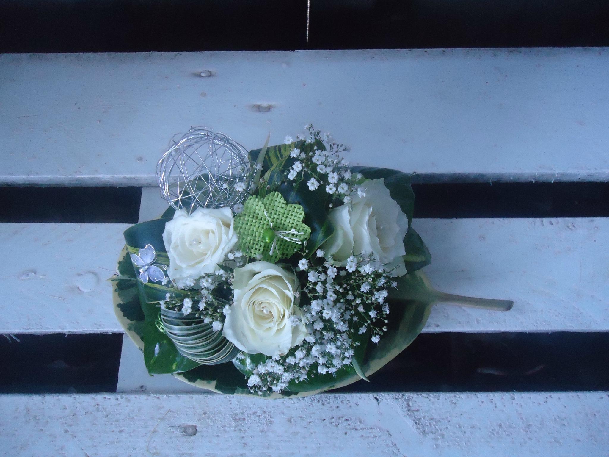 Composition florale centre de table bapteme