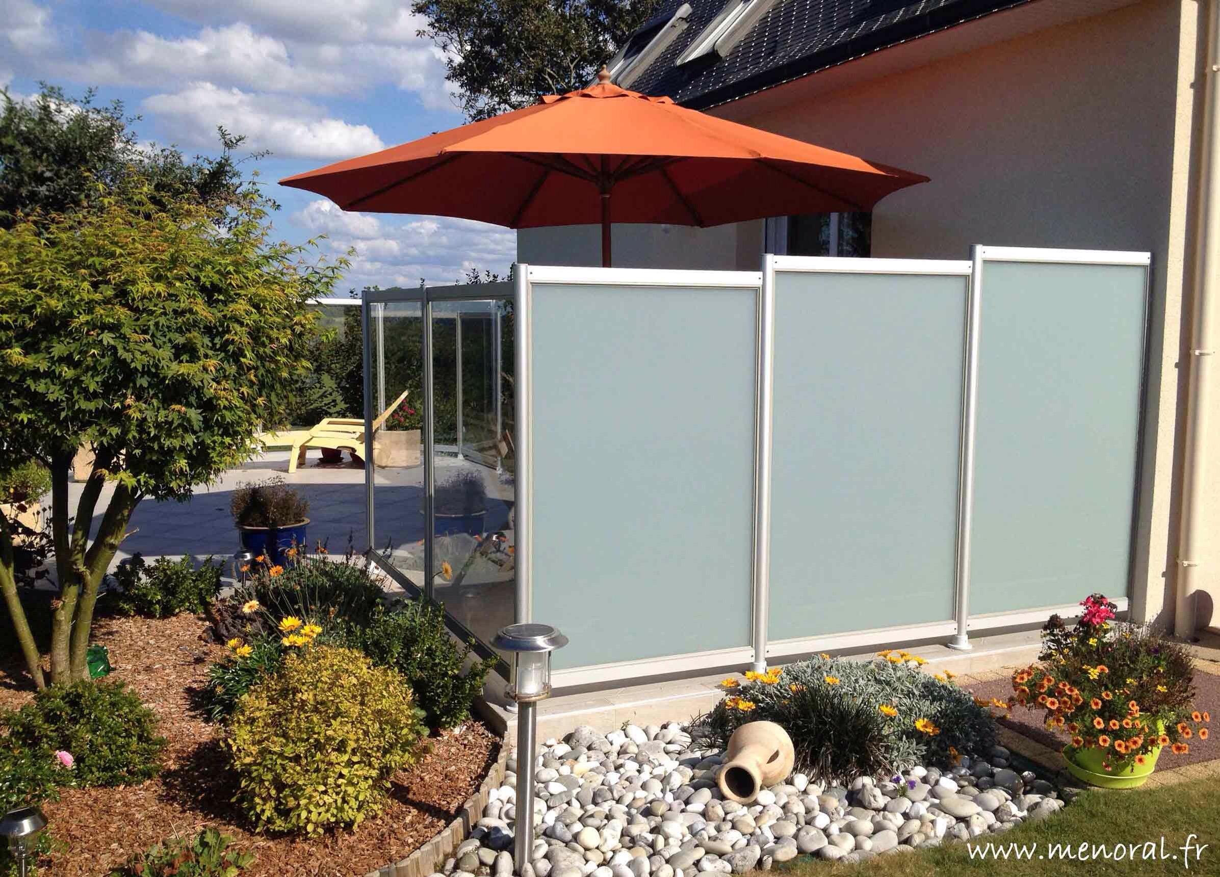 Brise vue en verre opaque pour terrasse