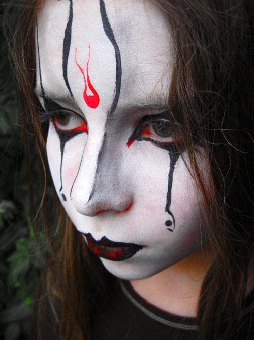 Maquillage halloween femme qui fait peur