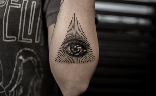 Tatouage oeil triangle signification