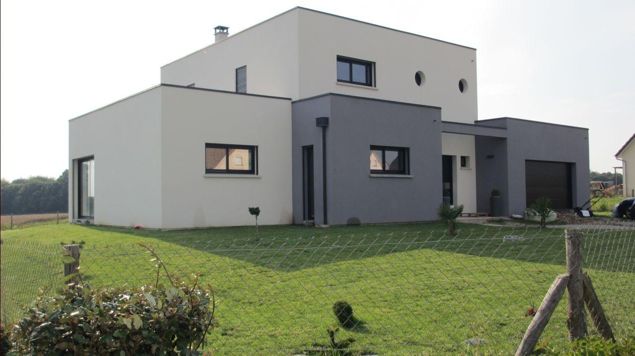 facade maison blanche et grise chaton chien donner. Black Bedroom Furniture Sets. Home Design Ideas