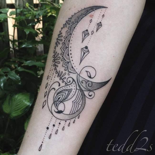 Tatouage dentelle bras femme