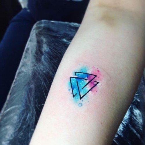 Tatouage triple triangle